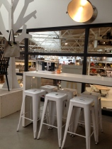 How nice are these white Tolix chairs!